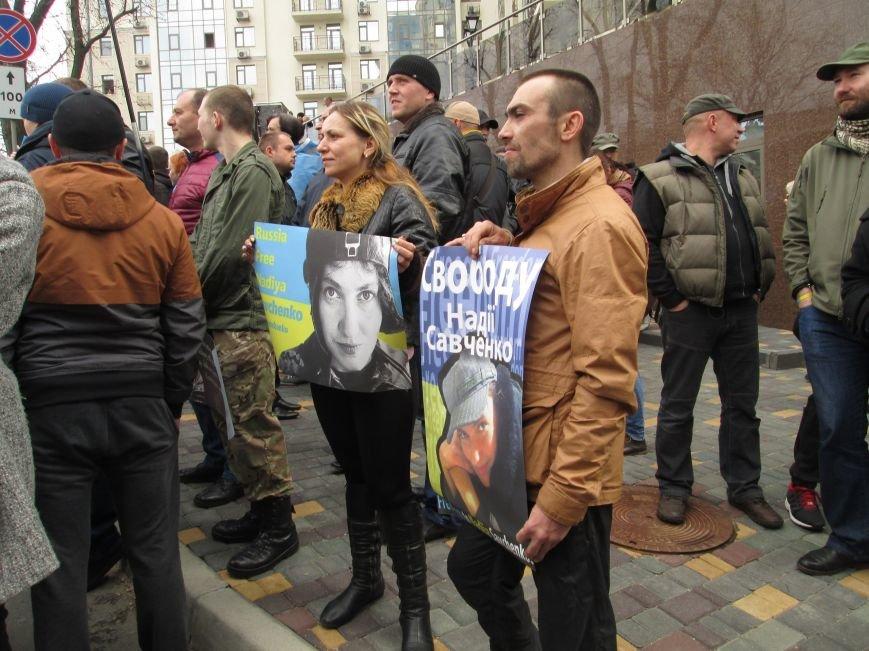 ef913d749347169a2108c0b3d0e27ee9 #FreeSavchenko: Штурм одеского консульства России и сожжение диктатора Путина