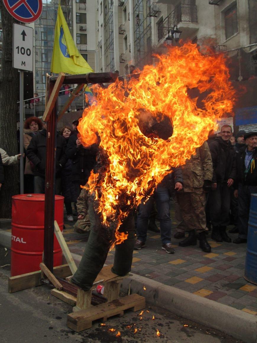 fb47173ef739ffa1910af776b87f1014 #FreeSavchenko: Штурм одеского консульства России и сожжение диктатора Путина