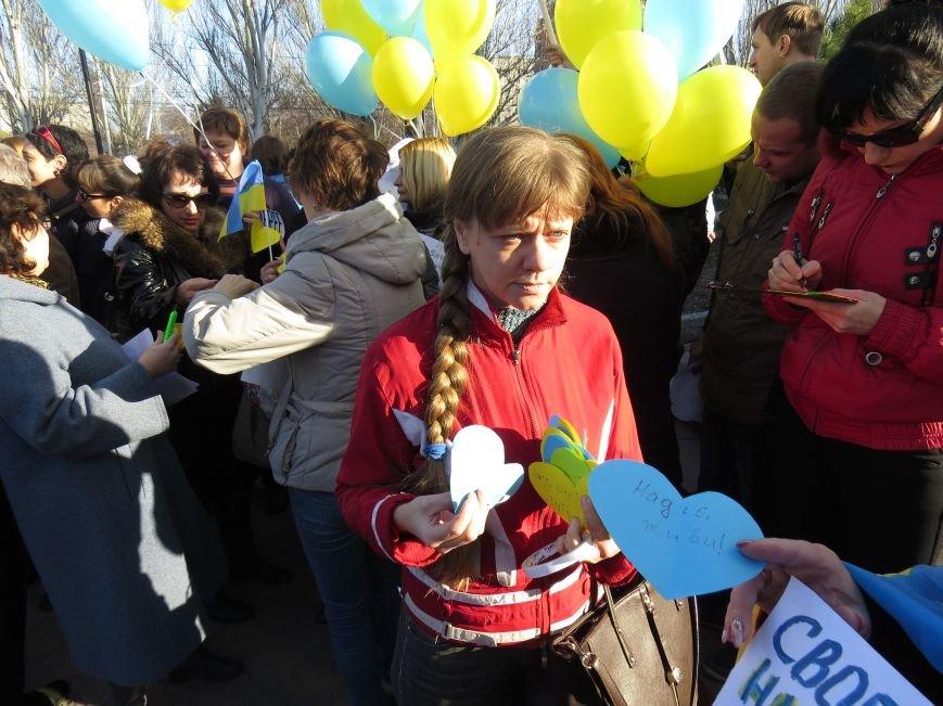 В Мариуполе читали стихи Шевченко и требовали выпустить из заточения  Надежду Савченко (ФОТО+ВИДЕО) (фото) - фото 6