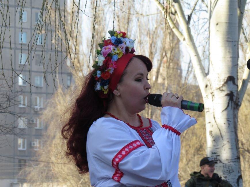 В Мариуполе читали стихи Шевченко и требовали выпустить из заточения  Надежду Савченко (ФОТО+ВИДЕО) (фото) - фото 2