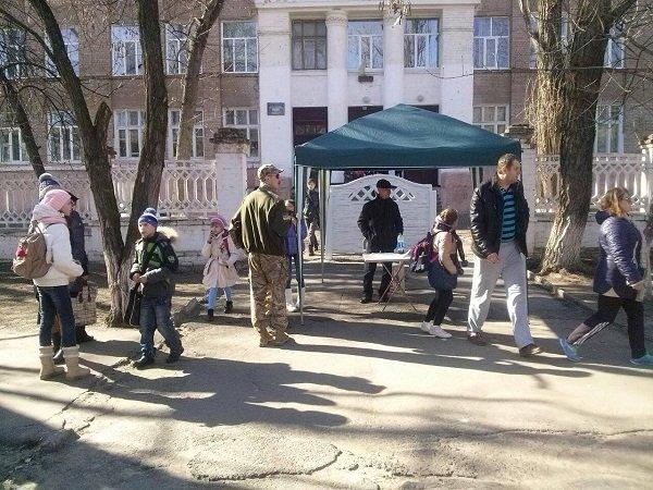 В Рубежном люди продолжают требовать отставки мэра (фото, видео), фото-1
