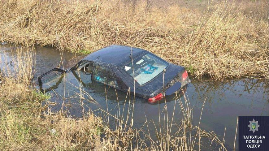 1f1c598cb3cb87741e5664fdf27e933e Пьяные одесситы 8 марта утопили автомобиль