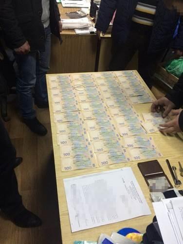 В Луганской области за вымогательство задержаны полковник и майор полиции (ФОТО) (фото) - фото 1