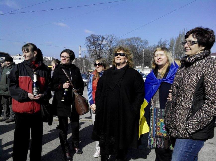 В Запорожье сносят памятник Дзержинскому, - ФОТО, обновляется (фото) - фото 2