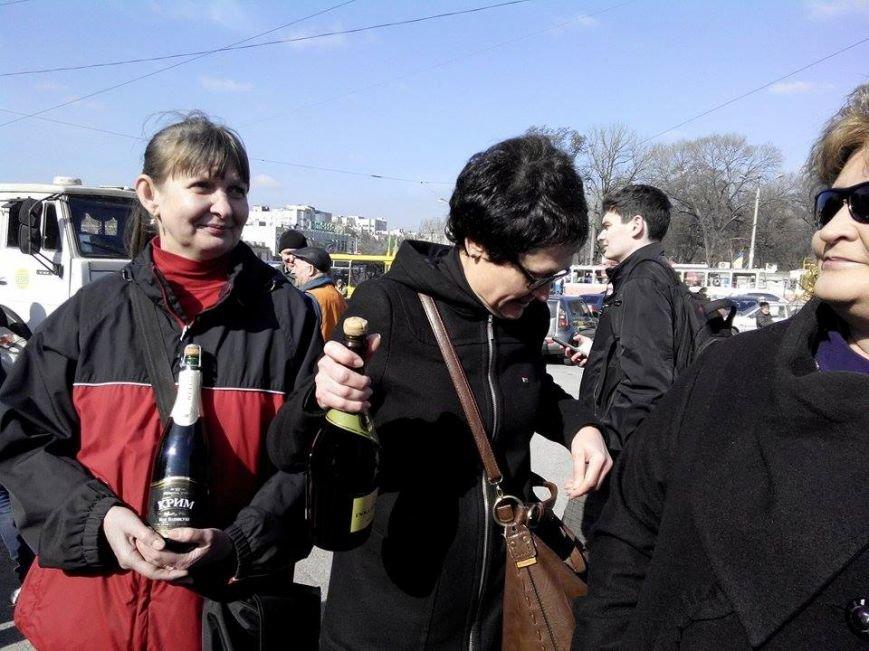 В Запорожье сносят памятник Дзержинскому, - ФОТО, обновляется (фото) - фото 1