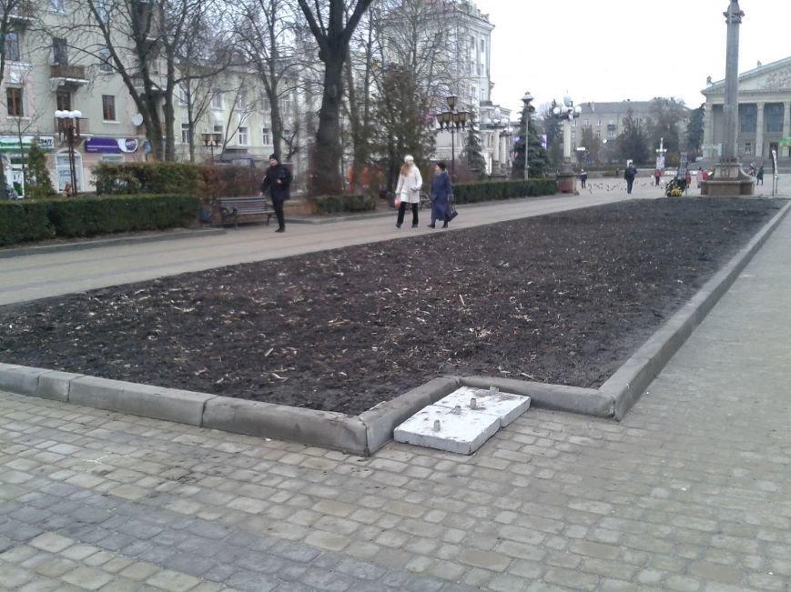 Скільки часу валятиметься непотріб на бул. Шевченка в Тернополі? (фото) (фото) - фото 1