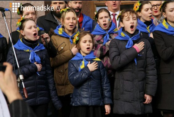 Под Киевсоветом прошел флешмоб ко Дню гимна (ФОТО, ВИДЕО) (фото) - фото 1