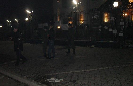В Киеве полиция начала производство из-за попытки поджога посольства РФ (ФОТО) (фото) - фото 1