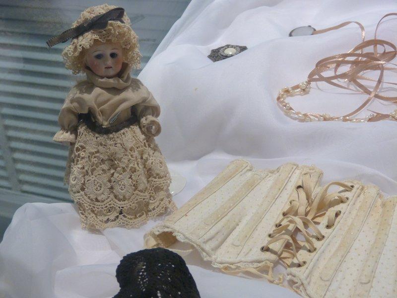 В Сыктывкар приехали старинные куклы (фото) - фото 1