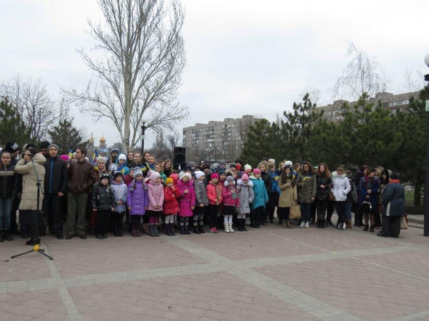 В Мариуполе дети спели гимн вместе со всей Украиной (ФОТО+ВИДЕО), фото-1