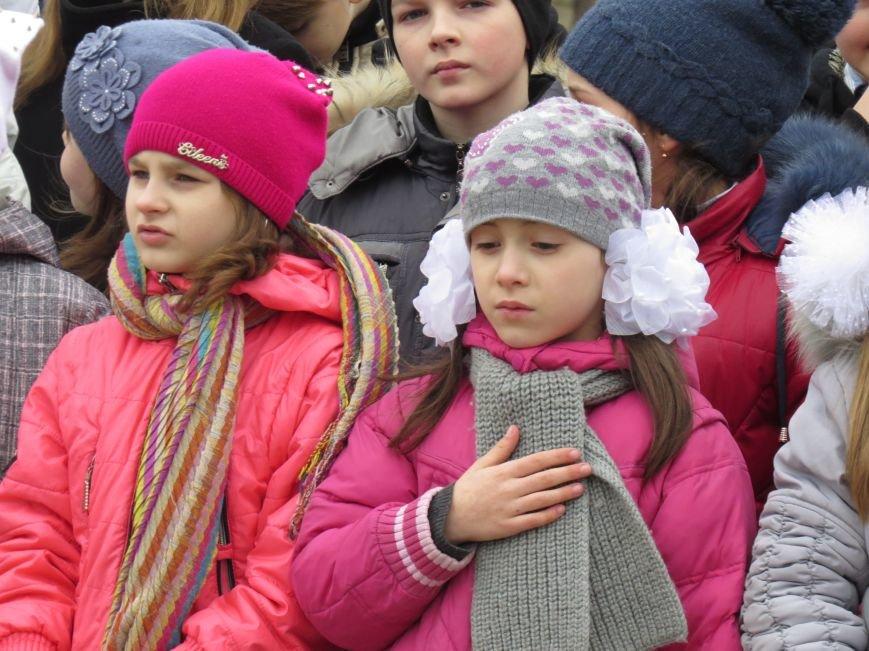 В Мариуполе дети спели гимн вместе со всей Украиной (ФОТО+ВИДЕО), фото-3