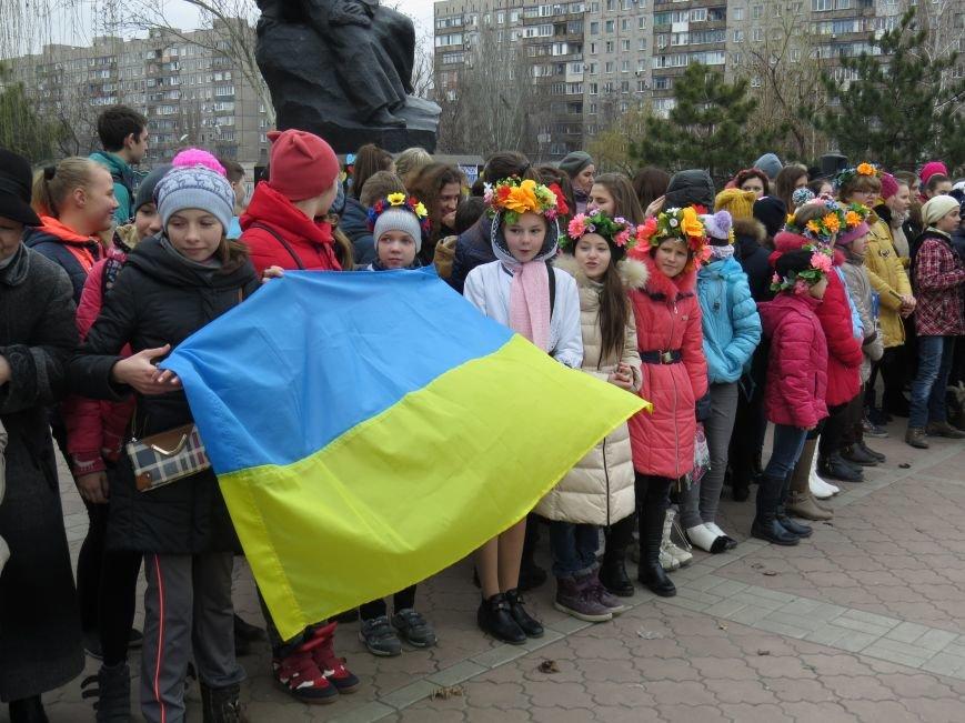 В Мариуполе дети спели гимн вместе со всей Украиной (ФОТО+ВИДЕО), фото-9