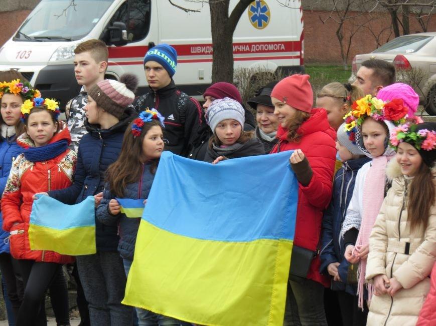 В Мариуполе дети спели гимн вместе со всей Украиной (ФОТО+ВИДЕО), фото-5