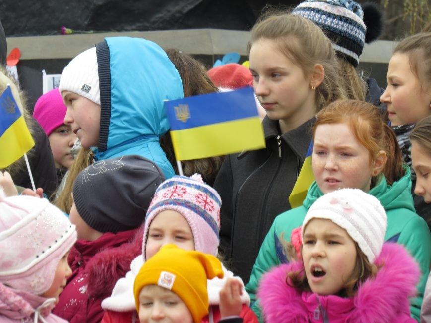 В Мариуполе дети спели гимн вместе со всей Украиной (ФОТО+ВИДЕО), фото-2
