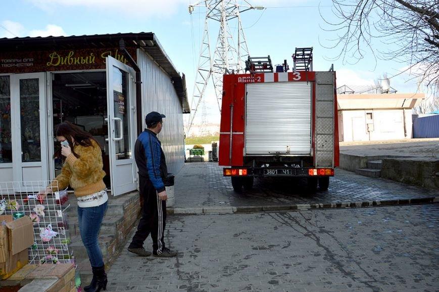 На Донецком шоссе в Днепропетровске горел бар: подробности (ФОТО, ВИДЕО) (фото) - фото 3