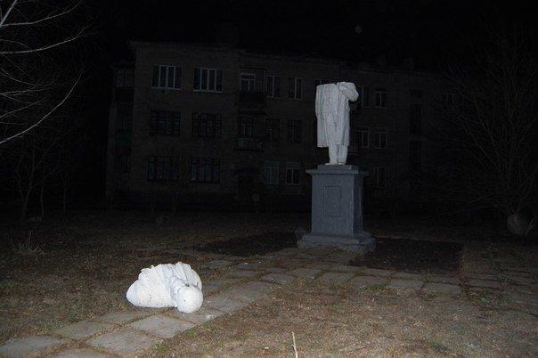 В Харькове повалили еще два бюста вождям коммунизма (ФОТО) (фото) - фото 1