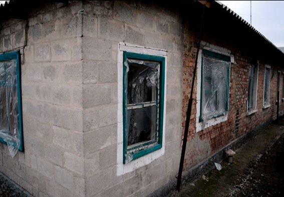 Начальник полиции Красноармейского района вчера в Карловке обсудил с местными жителями проблемы  мародерства в прифронтовой зоне (фото) - фото 6