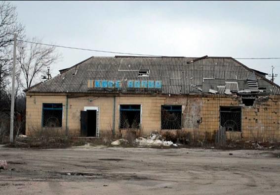 Начальник полиции Красноармейского района вчера в Карловке обсудил с местными жителями проблемы  мародерства в прифронтовой зоне (фото) - фото 2