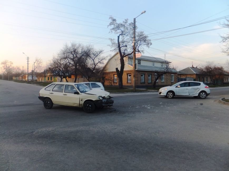 В Кировограде произошло ДТП: чудом никто не пострадал. ФОТО (фото) - фото 1