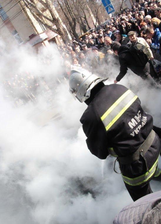 Начальника вінницької поліції облили водою активісти Автомайдану [фото, відео] (фото) - фото 3