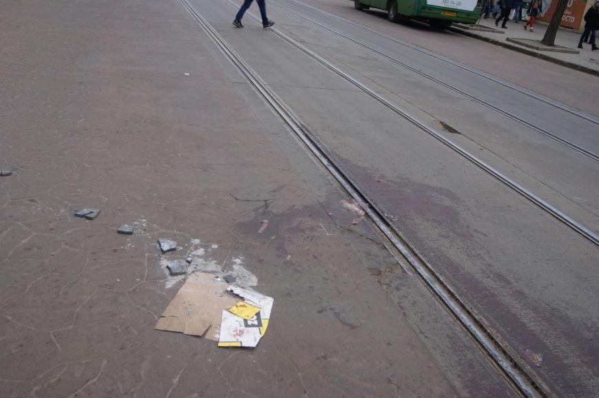 031f31cc347c78116695a95f00bf9184 Застывшая кровь на асфальте: Как выглядит место вчерашнего нападения на машину инкассаторов в Одессе