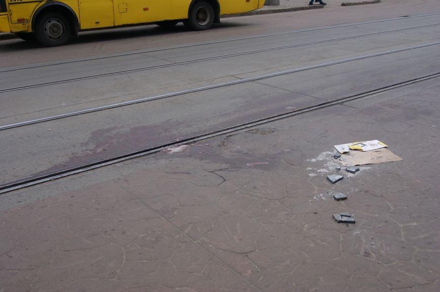 1c69f6d57db625ddb572d31c9b718344 Застывшая кровь на асфальте: Как выглядит место вчерашнего нападения на машину инкассаторов в Одессе