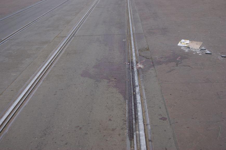 cd22a3cae9f56a55907c79028c9dffe3 Застывшая кровь на асфальте: Как выглядит место вчерашнего нападения на машину инкассаторов в Одессе