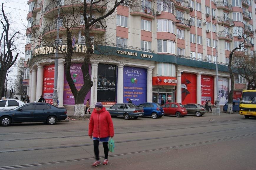 d97a9d10c9eaeff6853a433f5fabbfac Застывшая кровь на асфальте: Как выглядит место вчерашнего нападения на машину инкассаторов в Одессе