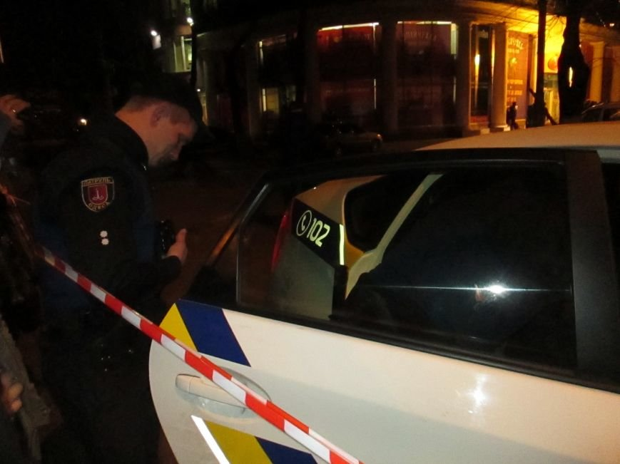 Во время следствия по расстрелу инкассаторов в Одессе полицейские с трудом обуздали пьяного (ФОТО, ВИДЕО) (фото) - фото 1