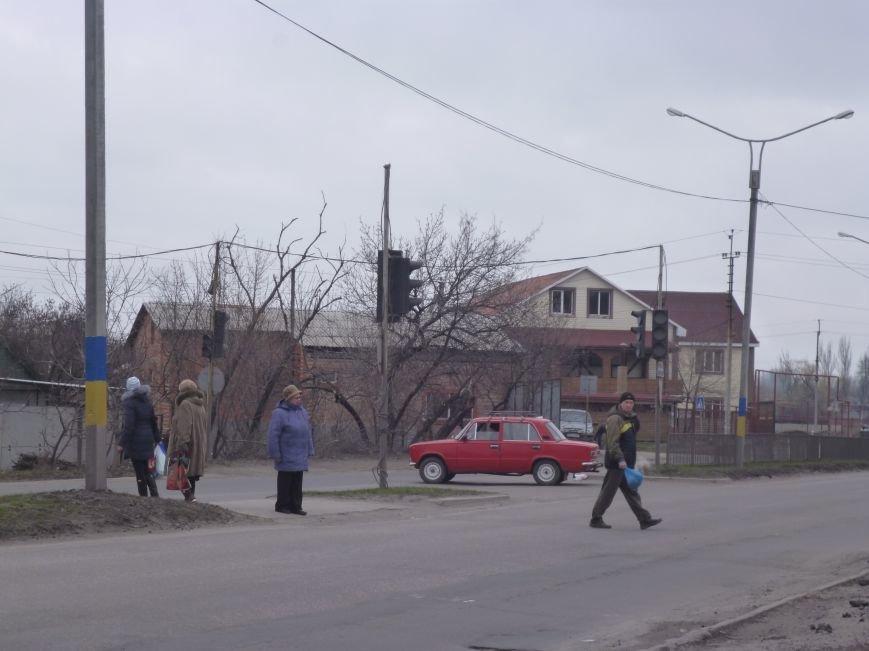 Красноармейск решили сделать патриотичнее: начали с фонарных столбов (фото) - фото 2
