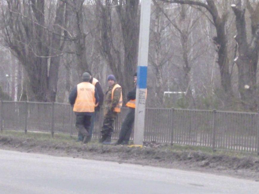 Красноармейск решили сделать патриотичнее: начали с фонарных столбов (фото) - фото 3