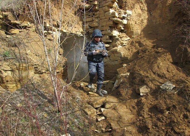 На Вінниччині в укріпленні часів Другої світової знайшли 87 снарядів (фото) - фото 1