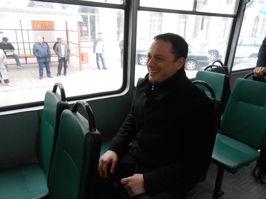 В Днепродзержинске презентовали отремонтированные трамваи и первую смарт-остановку (фото) - фото 5