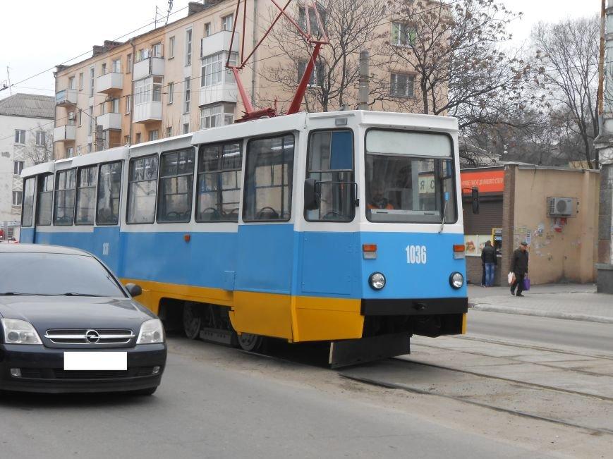 В Днепродзержинске презентовали отремонтированные трамваи и первую смарт-остановку (фото) - фото 4