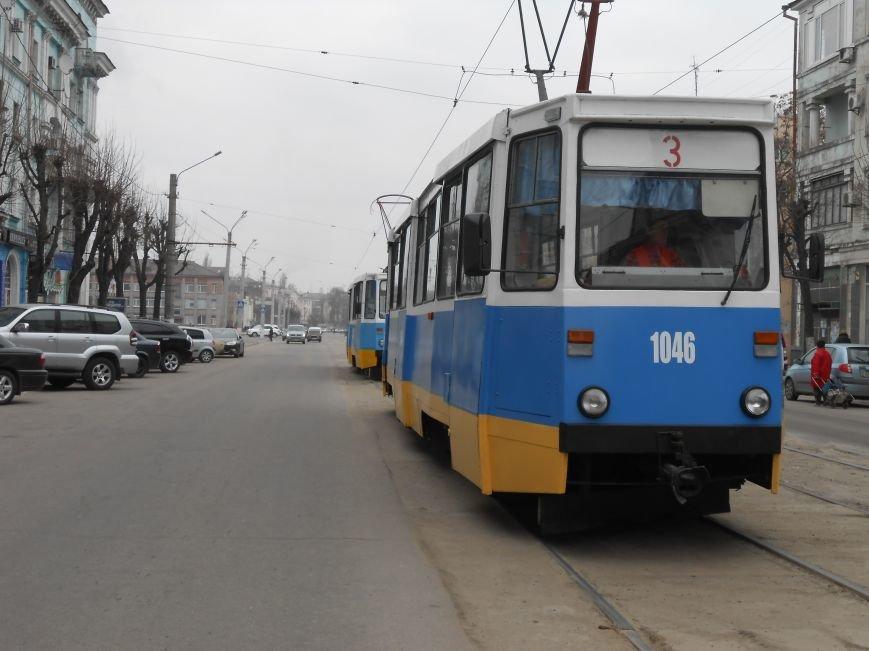 В Днепродзержинске презентовали отремонтированные трамваи и первую смарт-остановку (фото) - фото 2