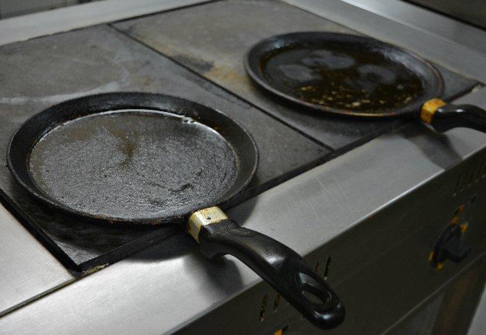 Печем блины на Масленицу. Мастер-класс от шеф-повара кафе «Дамиан» в Полоцке (фото) - фото 2