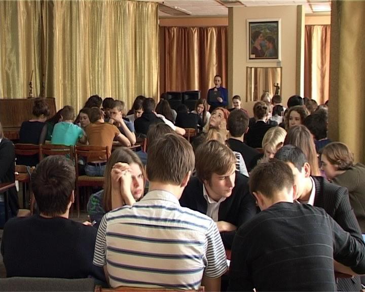В Армавире прошел зональный этап юношеской лиги интеллектуальной игры  «Что? Где? Когда?» (фото) - фото 1
