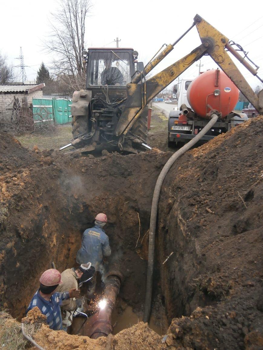 В частном секторе поселка шахты Алмазная в Доброполье успешно устранен порыв на водоводе (фото) - фото 1