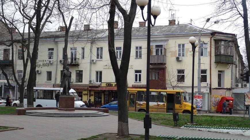 b5a928afa9e9adf2ac655fdb9274a0d0 В центре Одессы маршрутчики устроили парад грязных автобусов