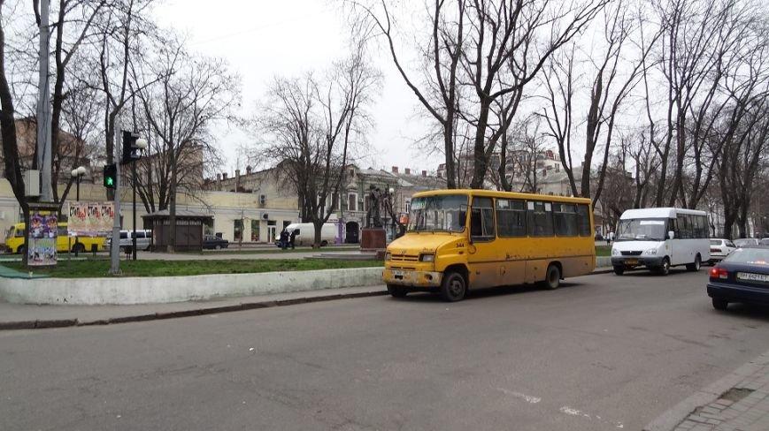 f099779b96730c5e28ffb572e017855a В центре Одессы маршрутчики устроили парад грязных автобусов