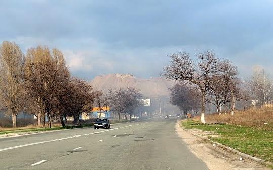 В Мариуполе огонь, спаливший камыши, чуть не подобрался к заправкам (Фотофакт), фото-6
