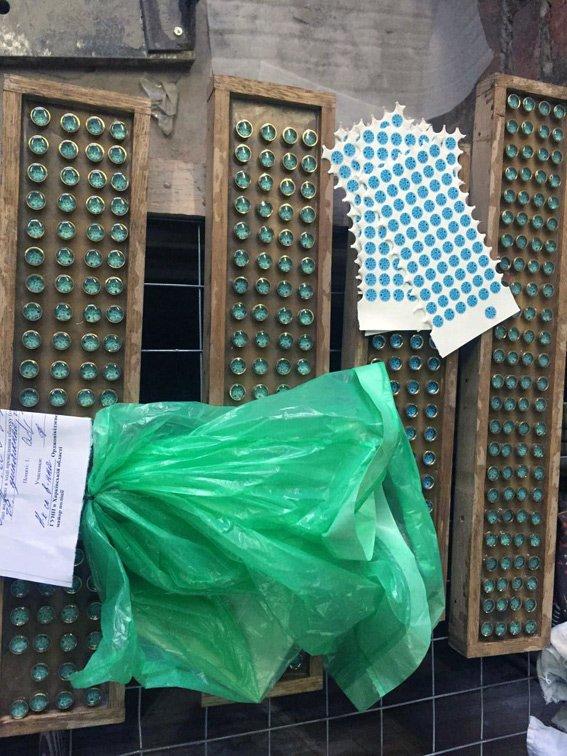 Харьковская полиция накрыла цех по производству бильярдных киев (ФОТО) (фото) - фото 1