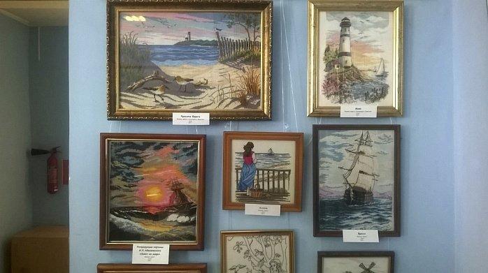 В музее истории Бердянска открылась и действует выставка вышитых картин Ольги Воробей-Бондарь. (фото) - фото 2