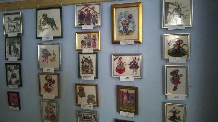 В музее истории Бердянска открылась и действует выставка вышитых картин Ольги Воробей-Бондарь. (фото) - фото 1