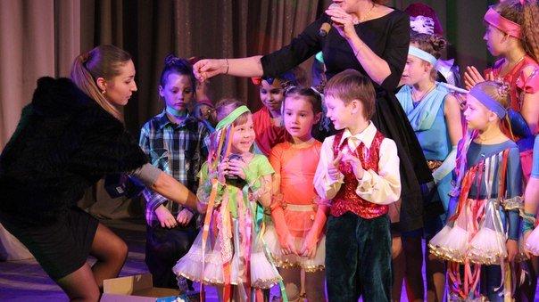 Днепропетровские малыши поставили спектакль о том, что можно купить за улыбку (ФОТО) (фото) - фото 1