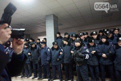 В Кривом Роге: перенесли заседание по резонансному делу и переаттестацию полиции, а   сотрудники горисполкома принимают участие в агитации, фото-2