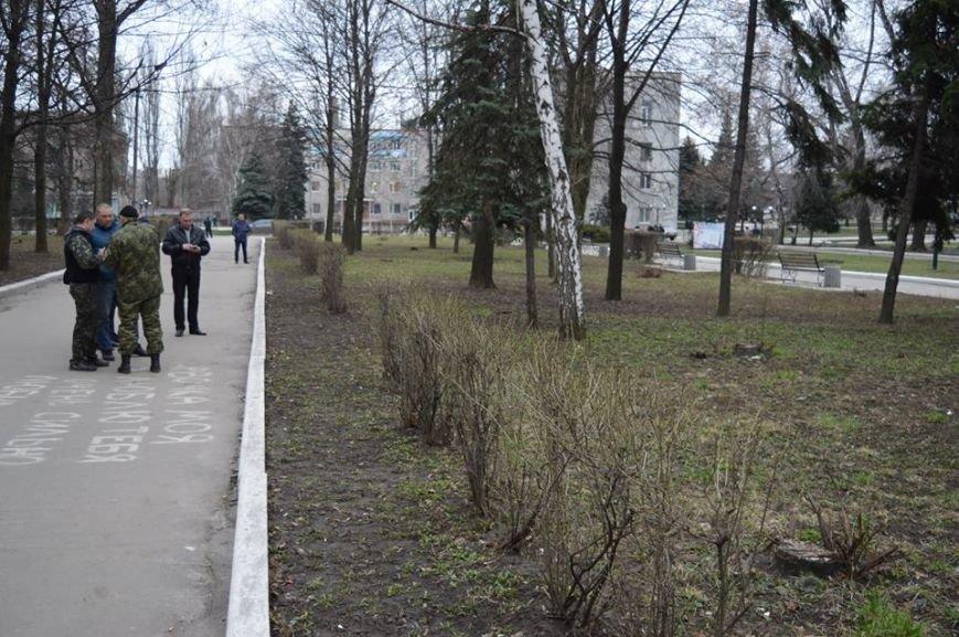Недобрая шутка в центре Красноармейска: взрывоопасный предмет оказался простой коробкой из-под тротиловой шашки (фото) - фото 3
