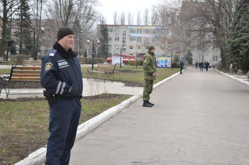 Недобрая шутка в центре Красноармейска: взрывоопасный предмет оказался простой коробкой из-под тротиловой шашки (фото) - фото 4