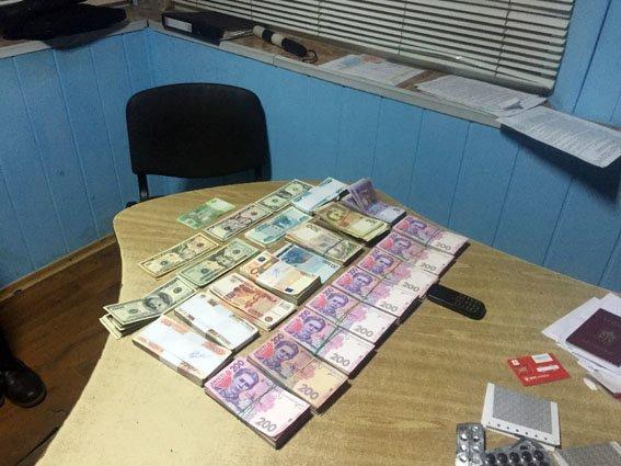 С крупной суммой денег в зоне АТО опасно перемещаться (фото) - фото 1