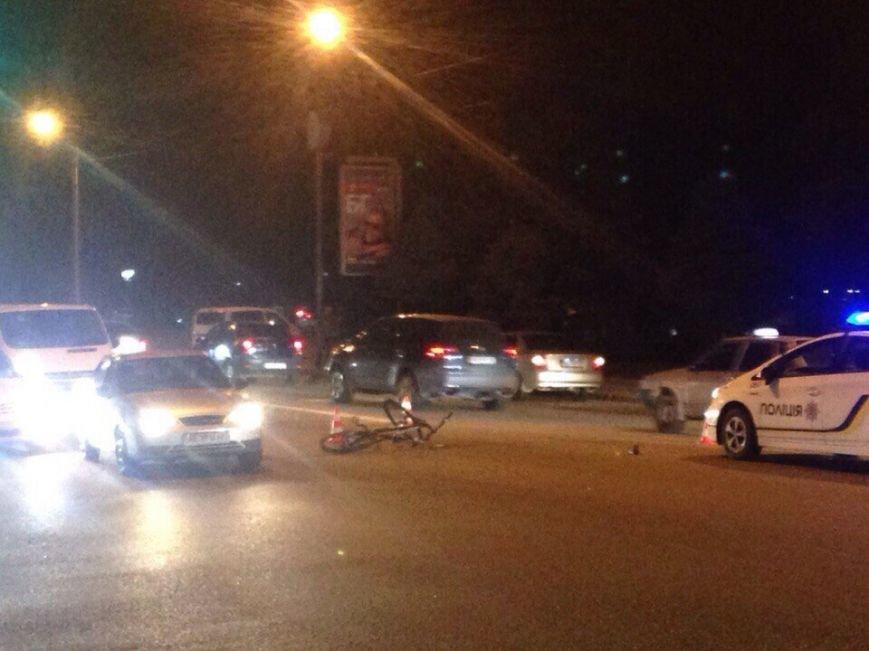 ДТП на Набережной: водитель легковушки сбил велосипедиста (ФОТО) (фото) - фото 1